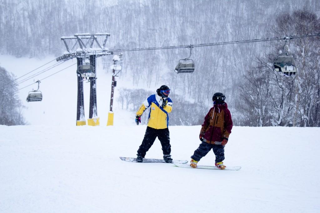 niseko ski school fast fun snowboard lessons